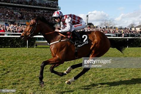Fergus Sweeney riding Chatez win The Betway Spring Mile at