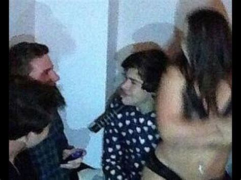 Justin Bieber SMOKING POT at party with ONE Direction